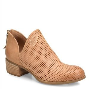 Sofft canobie perforated leather boot